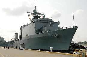 amphibious dock landing ship, USS Oak Hill (LSD 51)