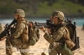 Soldiers use their M-16 rifles, RIMPAC 2006