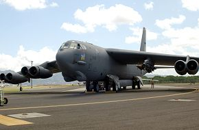 B-52 Strategic Bomber - Military Aircraft Wallpapers