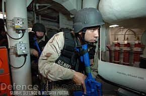 Security sweep onboard the Arleigh Burke-class destroyer - RIMPAC 2006