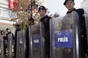 Riot police take positions - News Pictures