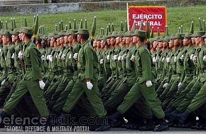 Cuban soldiers parade - News Pictures