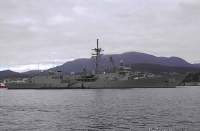 HMAS Newcastle FFG06 Hobart Regatta Feb 2007