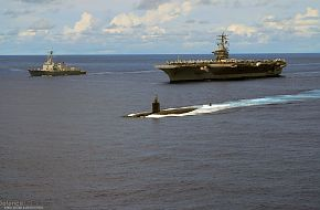 US Navy Destroyer, Aircraft Carrier & Submarine - Valiant Shield 2007