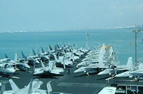 USS Kitty Hawk in Singapore 2002
