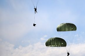 Soldiers from the 173 Cavalry Airborne Reconnaissance