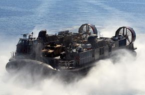 A landing craft, air cushion (LCAC) from Assault Craft Unit (ACU) 4