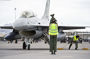 F-16 and Crew Chiefs of the Pakistan Air Force