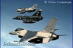 US French & Sino-Russian Combat Aircraft together in this mix formation