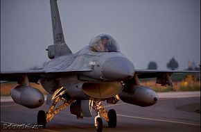 f-16 falcon dutch on italian base
