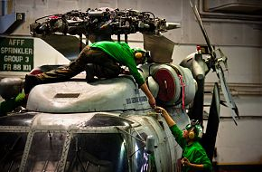 SH-60 helicopter - Aviation mechanics perform maintenance
