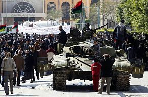 Free Libyan Army T-72 tank, protesters