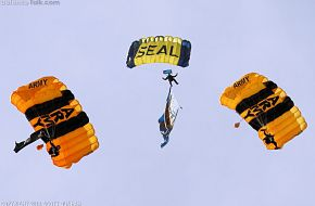US Army Golden Knights - US Navy Leap Frogs