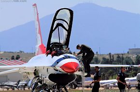 USAF Thunderbirds Flight Demonstration Team F-16 Viper