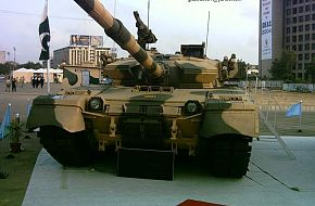 Al-Khalid MBT @ IDEAS 2004