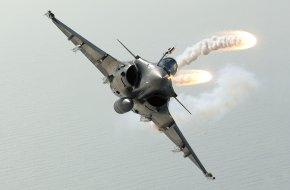 Rafale fighter jet fires flares
