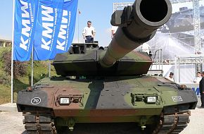 LEOPARD 2A6 / IDEF 2005 - Land Weapon Systems