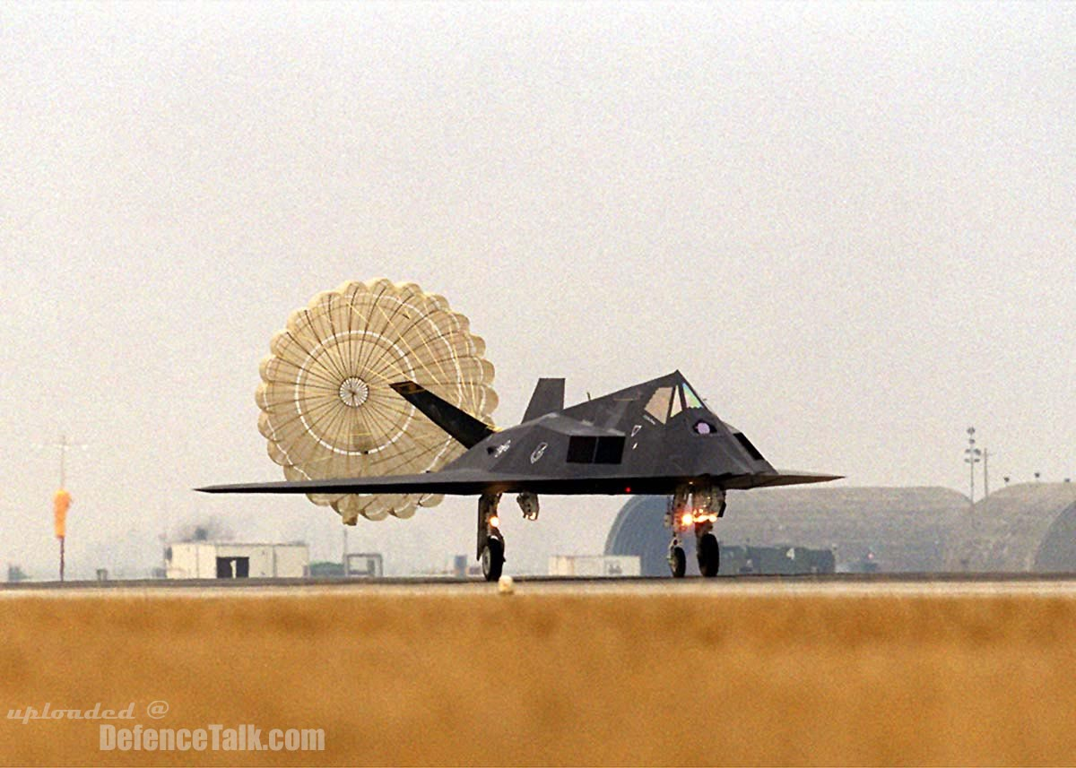 F-117 Nighthawk touch down - United States Air Force (USAF)