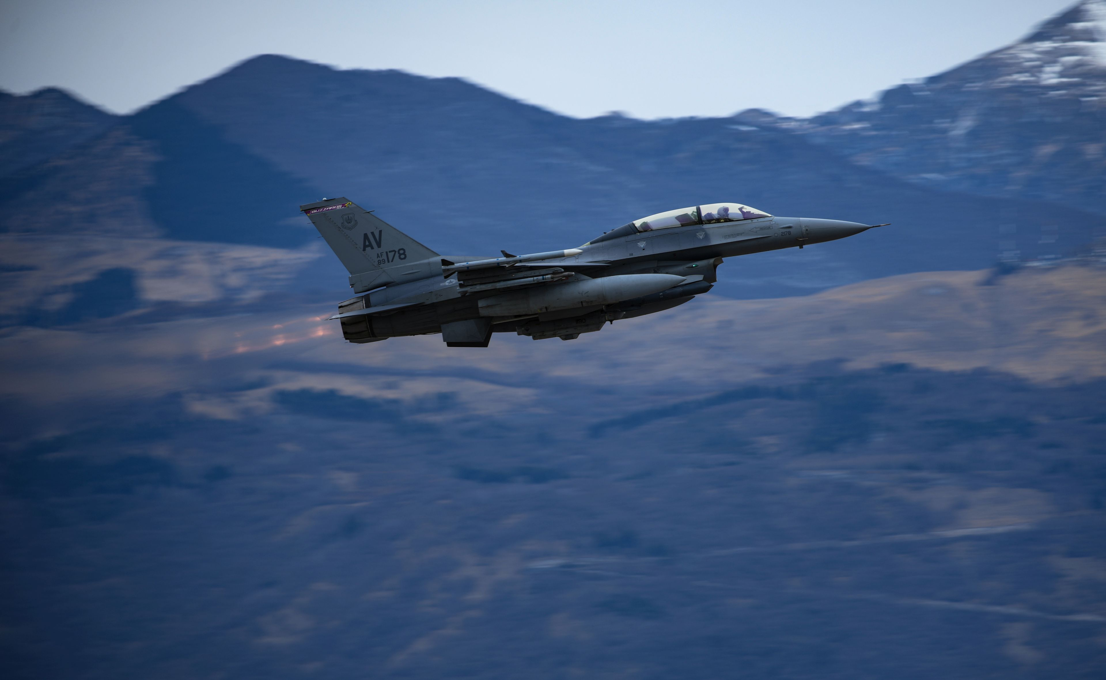 F-16 Fighting Falcon takes off
