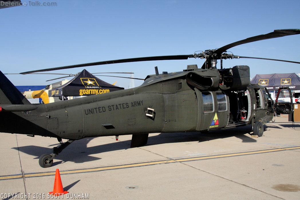 US Army UH-60A Black Hawk Helicopter