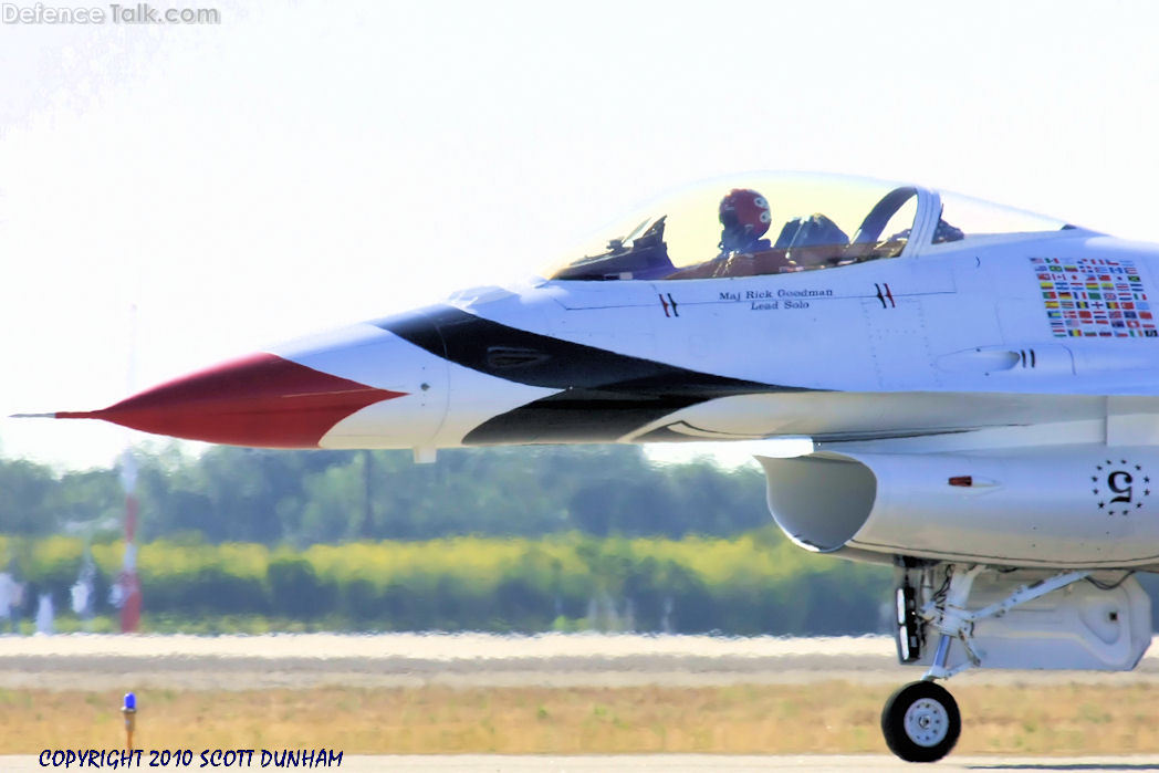 USAF Thunderbirds Flight Demonstration