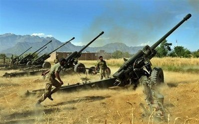 Pakistan army pounds Taliban positions