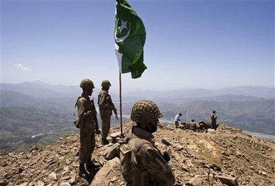Pakistani, US generals in border talks