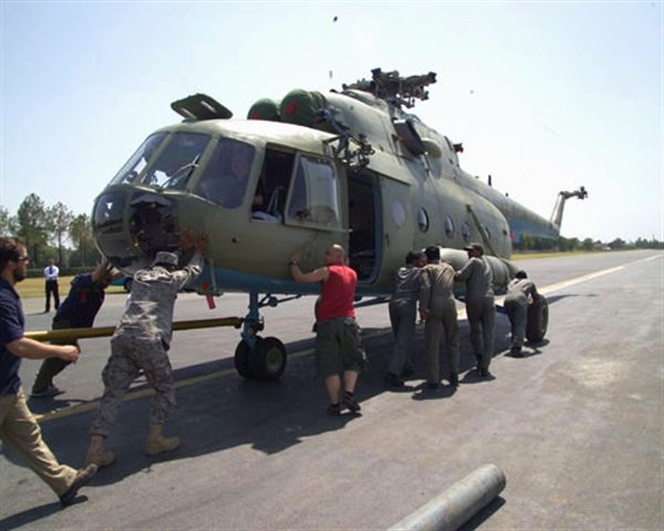 US Delivers Helicopters to Support Pakistani Military