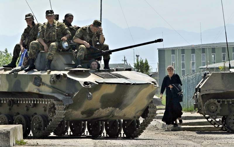 Russian military border moves worry al...