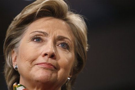 Clinton rules out US military advisers...