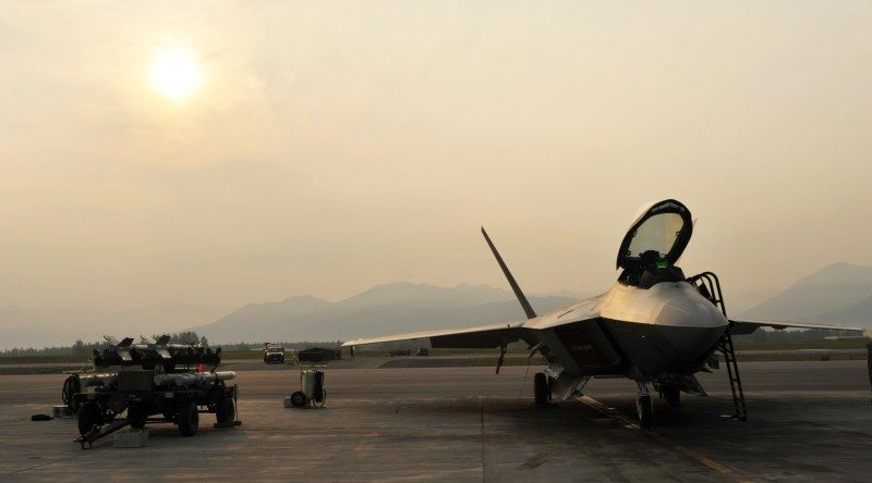 USAF to Conduct Study of F-22 Oxygen G...