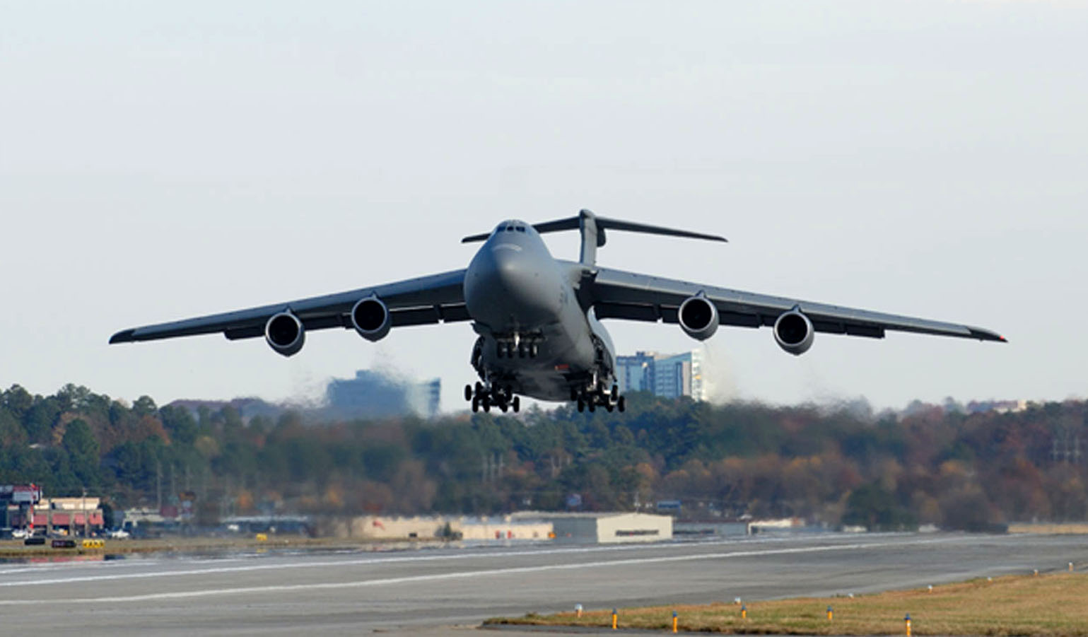 Lockheed Delivers First Production C 5m Super Galaxy To