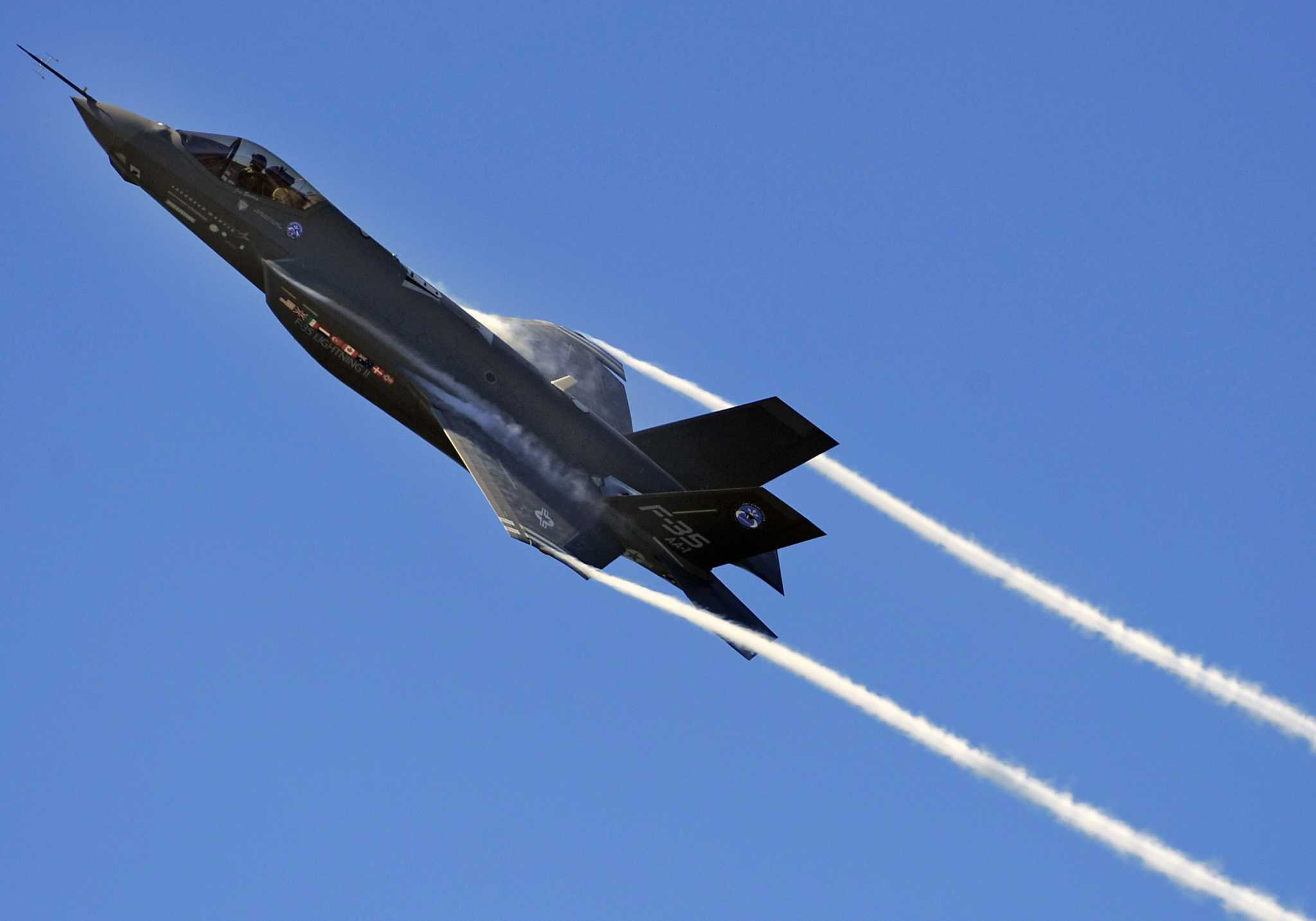 Air Force officials announce candidate bases for joint strike fighter