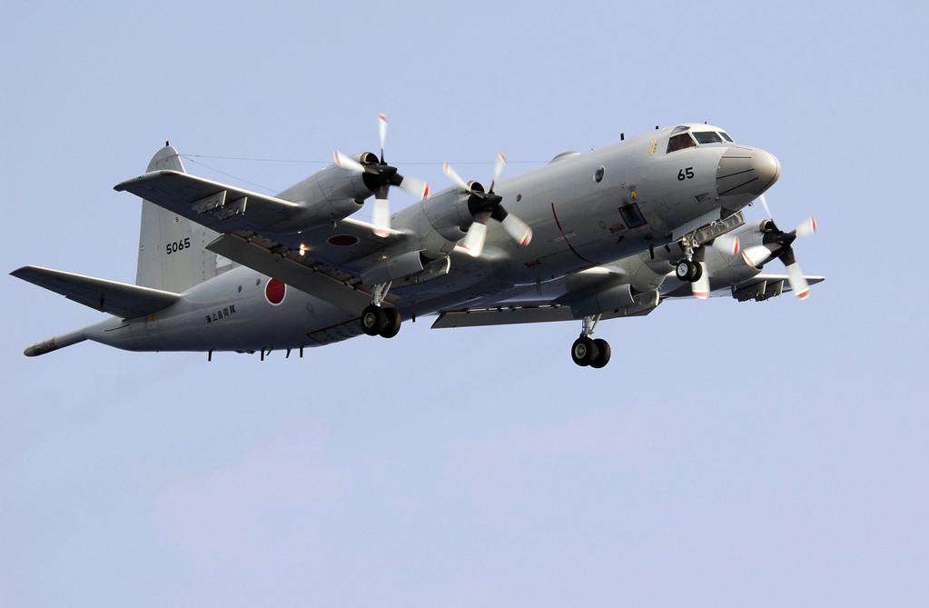 Taiwan displays 1st long-range submari...