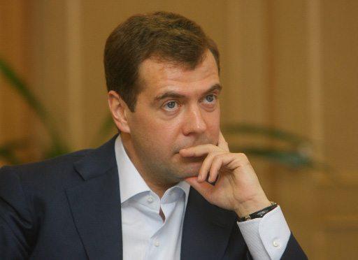 Medvedev tells Defense Ministry to sho...
