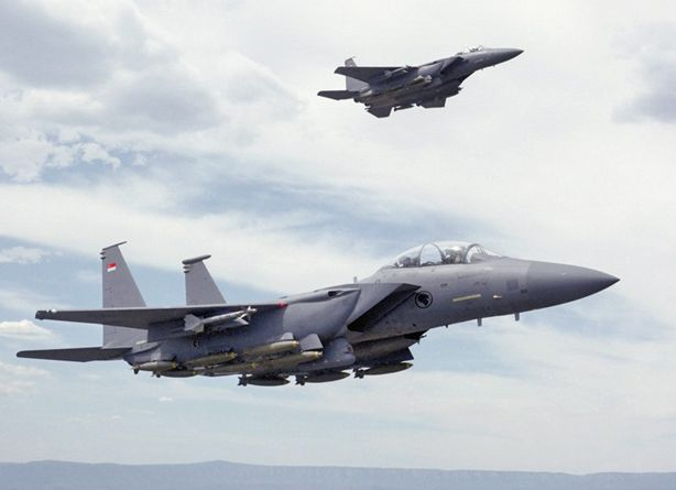 Singapore Requests F-15SG Pilot Traini...