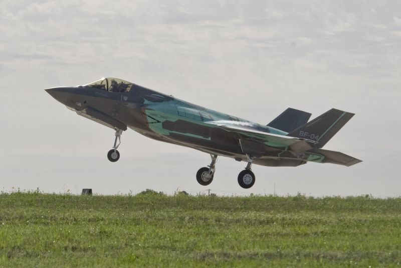 First Mission Systems Equipped F-35 Enters Flight Test