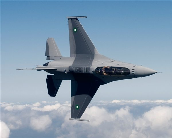 PAF inducts first batch of F-16 fighte...