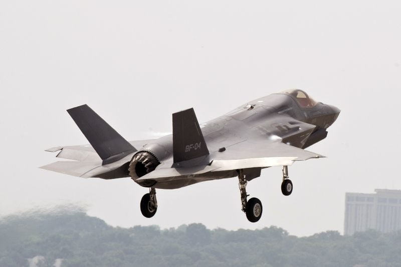 UK/US Trials Review F-35 Interoperabil...
