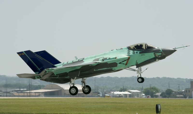 Britain to make U-turn on fighter jet ...