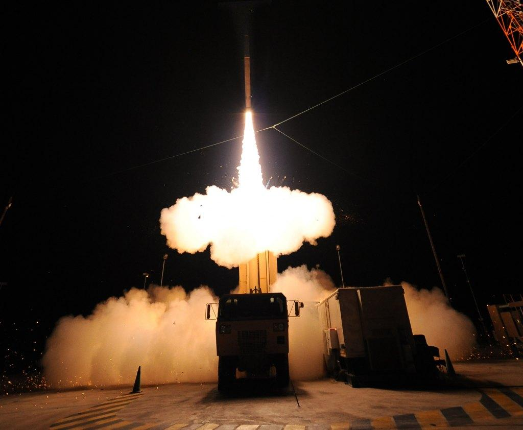 US missile defense system strikes targ...