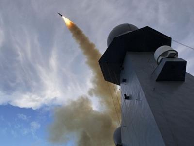 HMS Diamond fires Sea Viper missile fo...