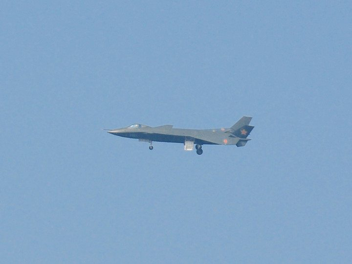 Chinese J-20 stealth fighter makes fir...