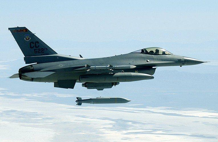 Raytheon Conducts Free-Flight Demonstr...