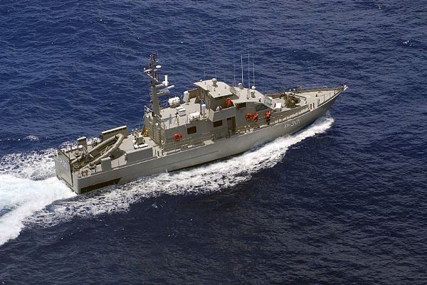 Navy Delivers Two Patrol Boats to Iraq