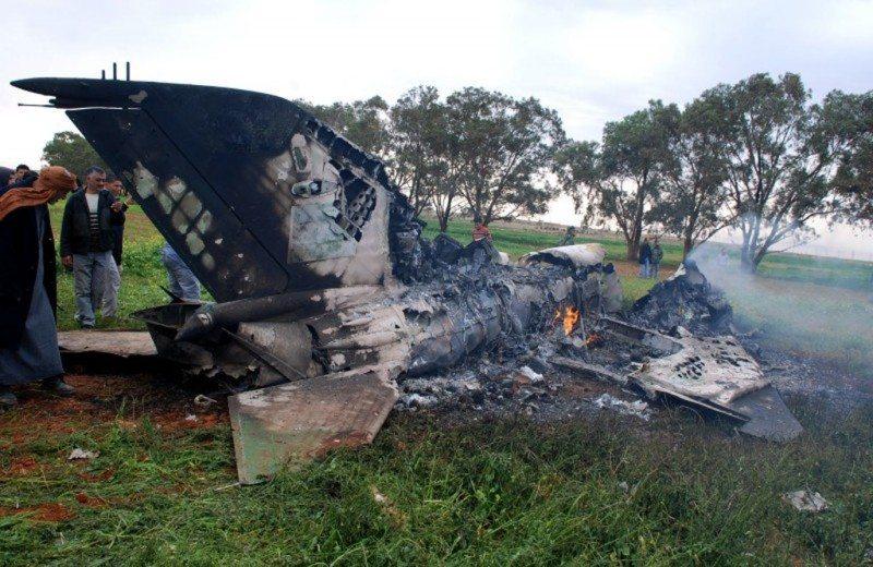 Libyan troops target rebels after air ...