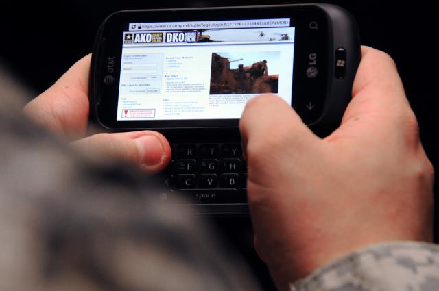 Smartphones for all soldiers 'makes se...