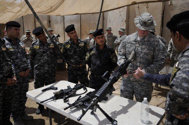 US artillerymen showcase weapons, know...