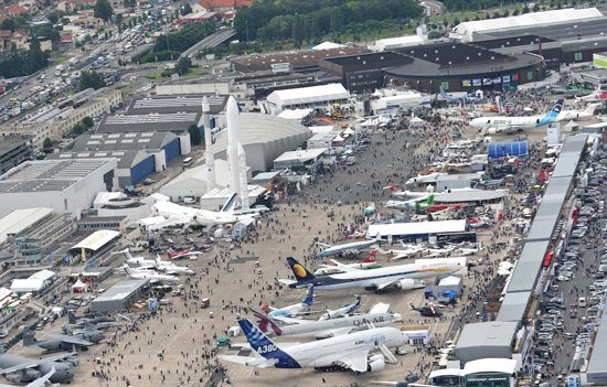 Paris airshow opens with promise of so...