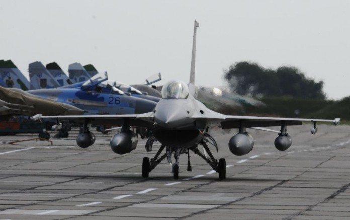 F-16-fighter-ukraine-exercise-696x439.jpg